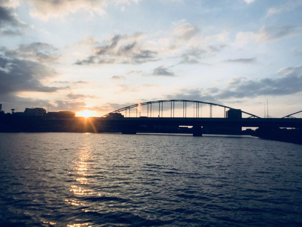 SUPで見た多摩川の朝日