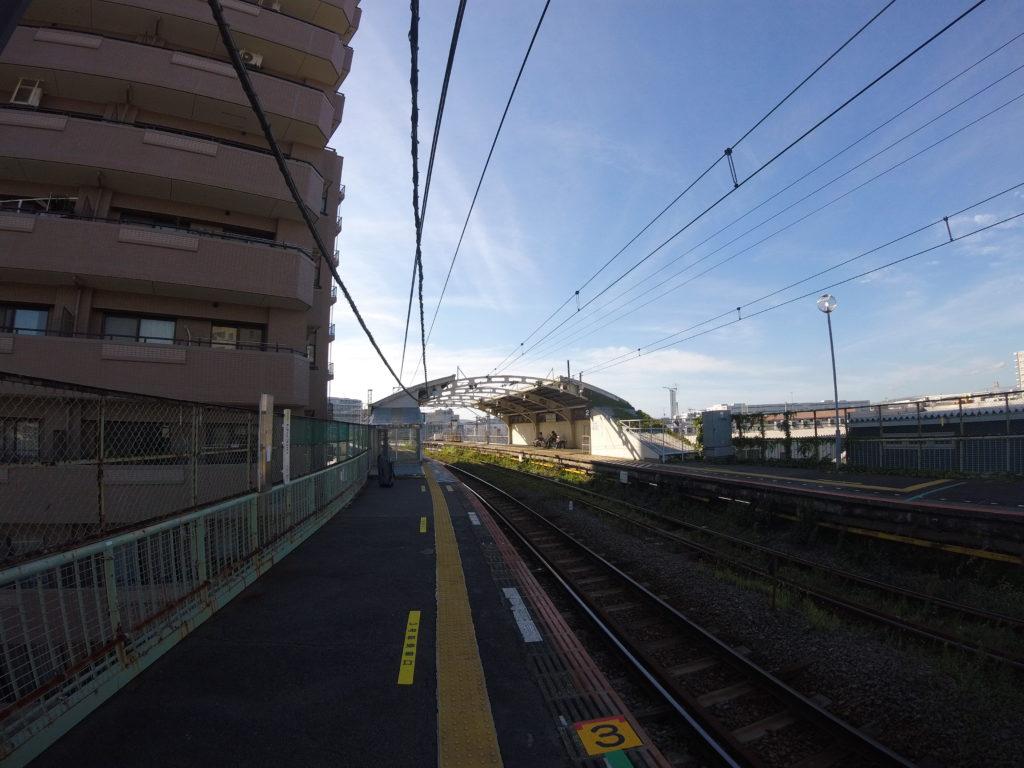 JR鶴見線国道駅ホーム。