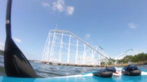 SUPで海から見た八景島シーパラダイスのジェットコースター