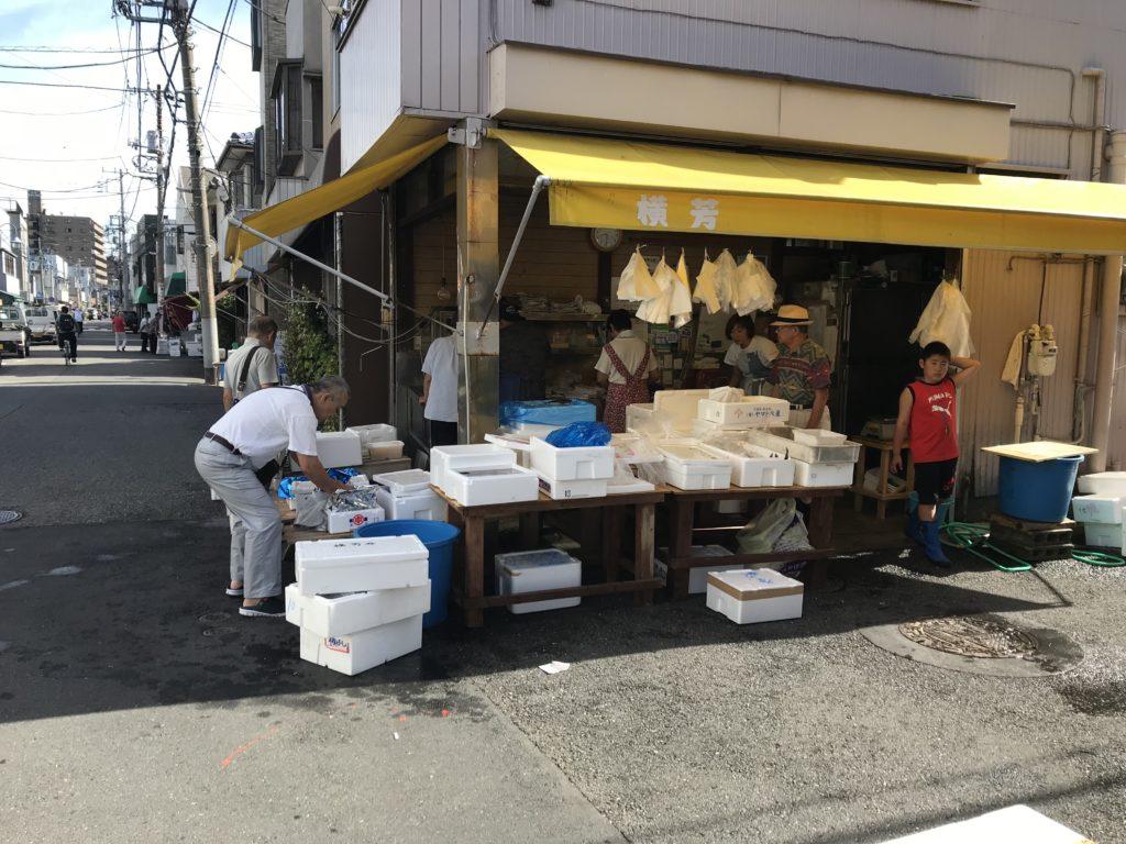 魚河岸通りの魚屋