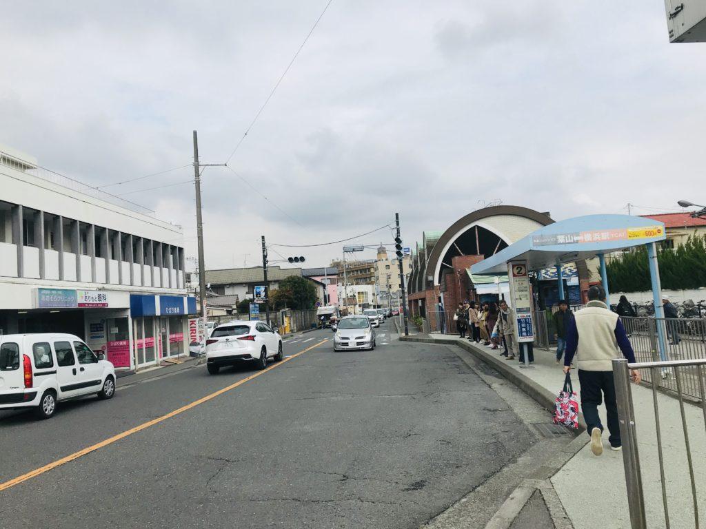 新逗子駅のバス停の様子