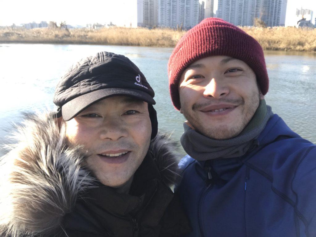 韓国の蔚山(ウルサン)の川で知り合った知らないおじさん