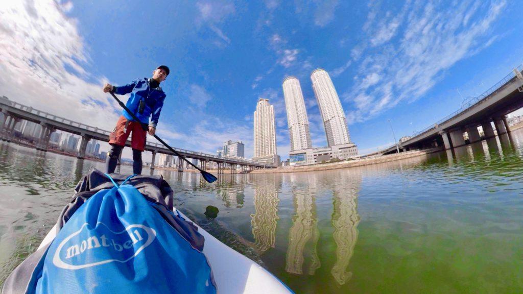 韓国蔚山(ウルサン)の大和江(テファガン)でSUPする姿をGoProFusionで撮影