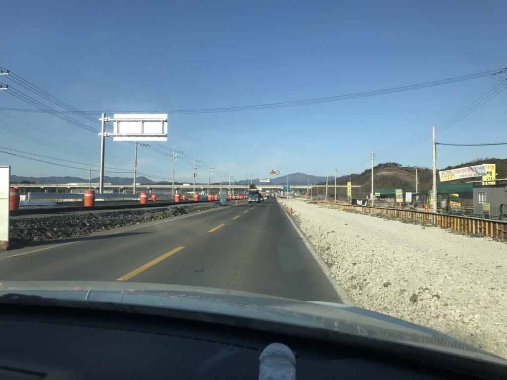 韓国の田舎へ行く道