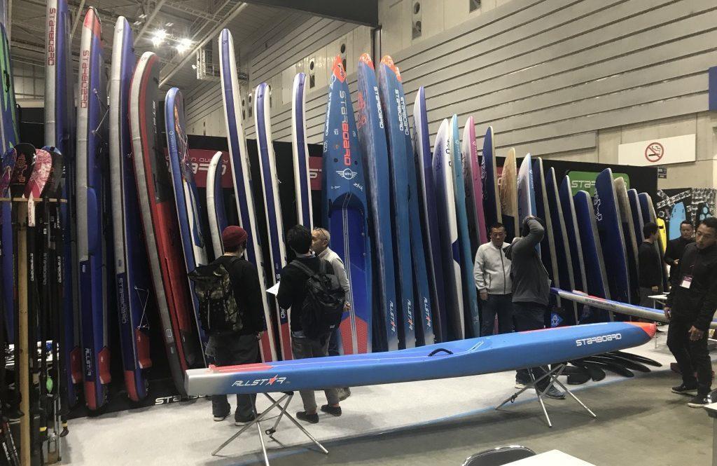 パシフィコ横浜で開催されたSUPやサーフィン、スノボー、スケボー、アウトドアの展示会、INTERSTYLE(インタースタイル)2019でのスターボードのブースの様子