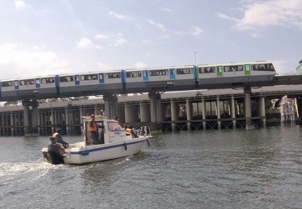 大田区の人工島、昭和島一周SUPツーリング。東京湾クルージングと東京モノレール。