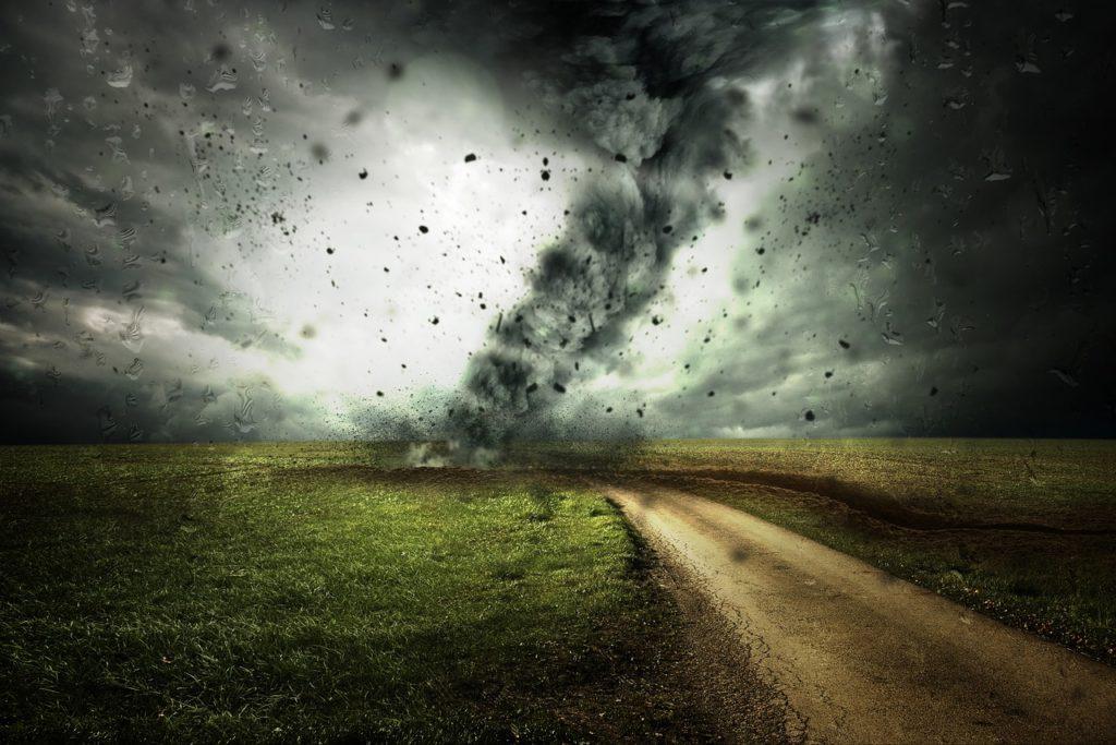 風の強い嵐のイメージ