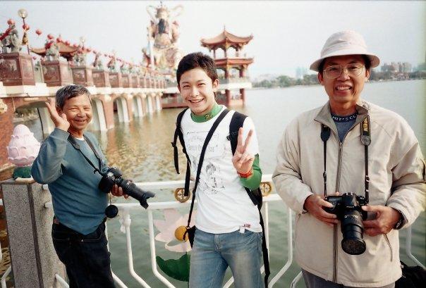 2009年の台湾高雄。左のおじさんは台湾語しかしゃべれなかった。