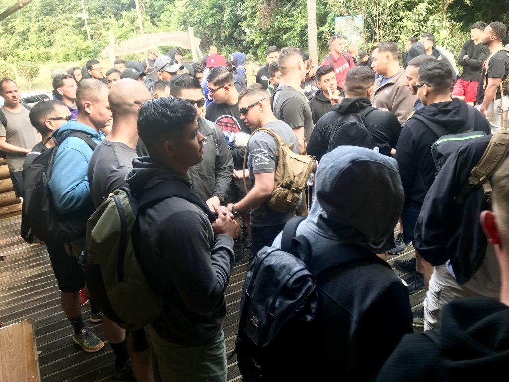 比地大滝に集まる米兵たち