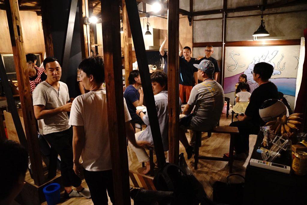 大田区Meetup@Yoichiの様子。人が増えてわちゃわちゃ