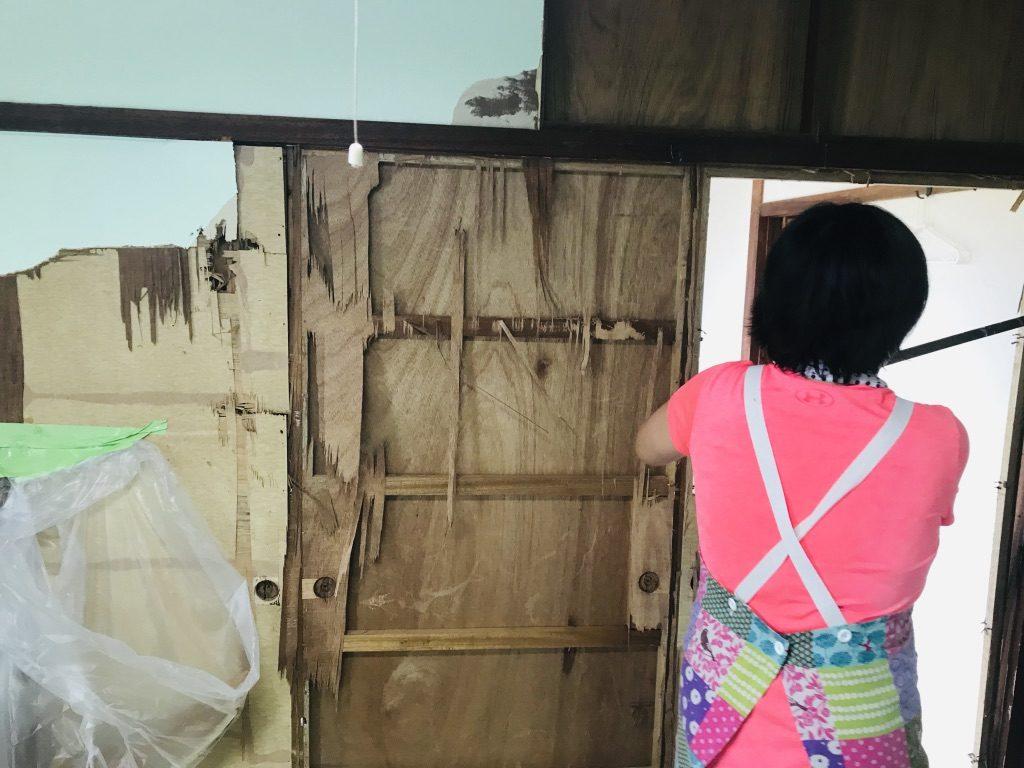 オーナーマキさんと、国頭のゲストハウスへちま荘の壁をぶっ壊してきました!