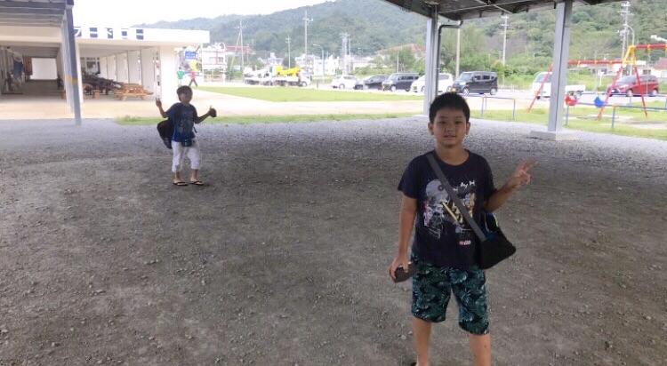 沖縄最北端の道の駅 ゆいゆい国頭に遊びに来る子どもたち