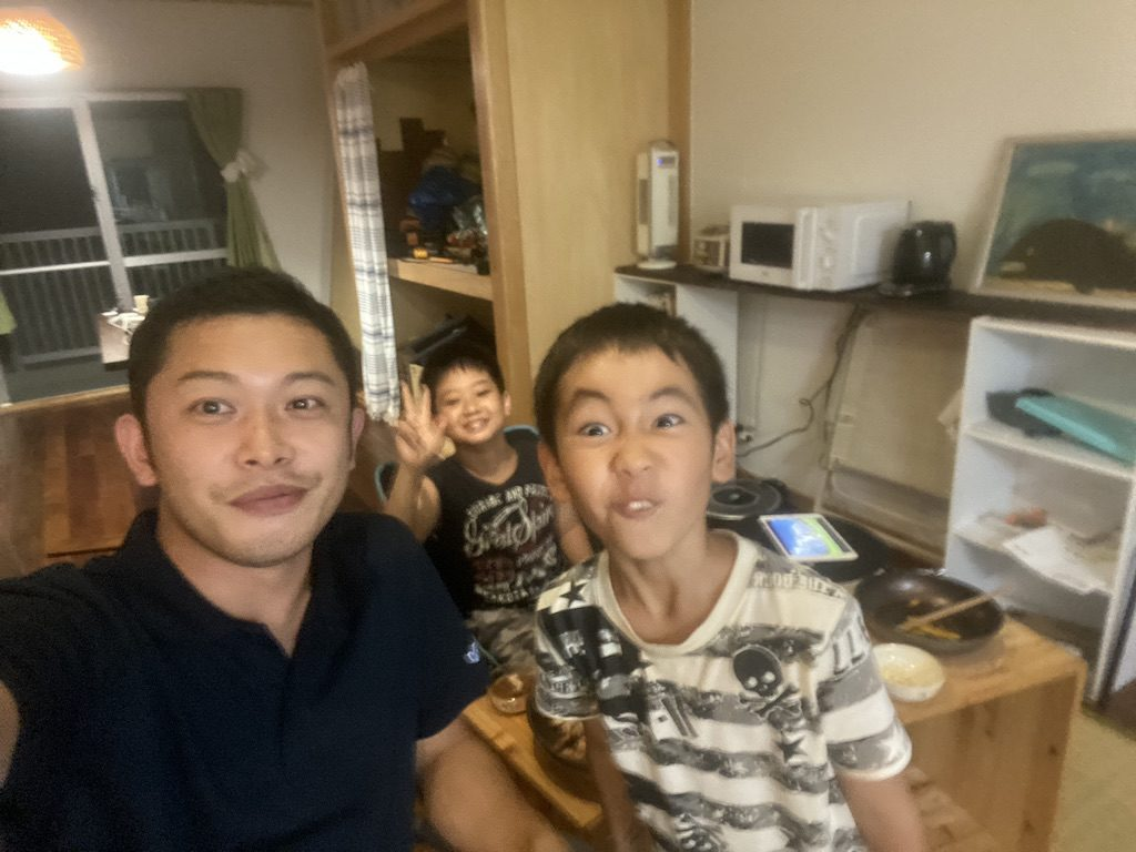 比地大滝、社長の山小屋へ子どもたちを連れて行き、最後はサムギョプサルパーティを楽しみました♪