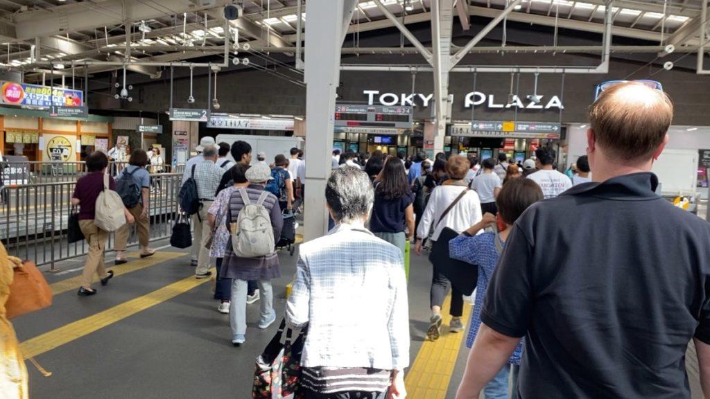 東急多摩川線のホーム(昼間)